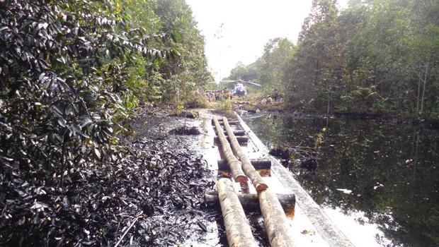 Vazamento de petróleo no Peru contamina afluente do rio Amazonas